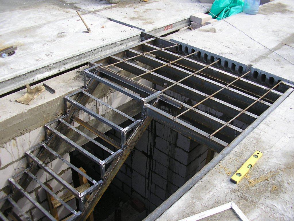 Как сделать железную лестницу в подвал